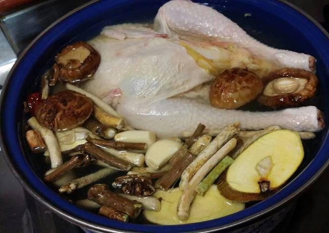 Sâm ngọc linh hầm gà và nấm