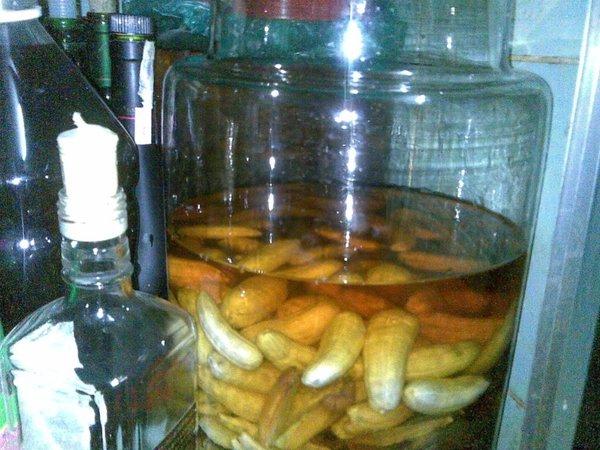 chuối hột rừng ngâm rượu nên để cả quả