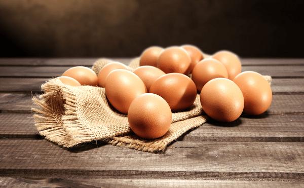 trứng gà ngâm rượu nếp đánh tan mệt mỏi cơ thể