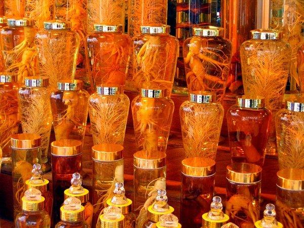 vì sao nên dùng bình thủy tinh để ngâm các loại rượu