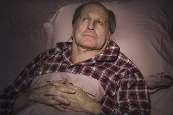 Mất ngủ thường gặp ở người già