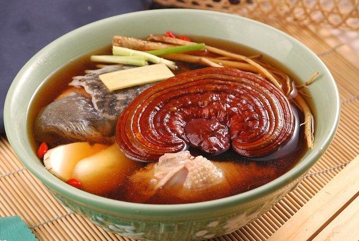 Nấm linh chi hầm thịt bổ dưỡng