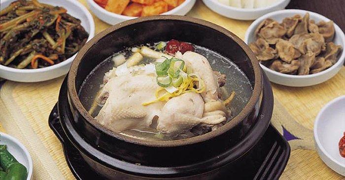 Món gà tần nhân sâm thơm ngon